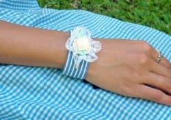 3 How to, How to make a fabric bracelet