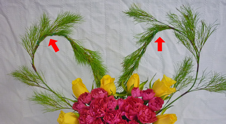 3 How to, How to arrange flowers with love shape. Arrange the curve of shapes.