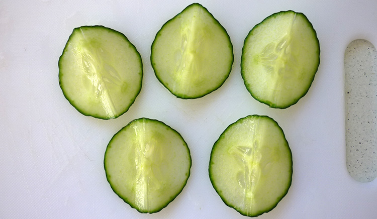 Cucumber flower with 5 petals, soften cucumber and keep it fresh step 2