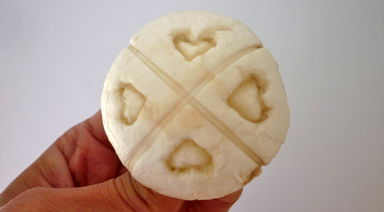 Mushroom art, a simple pattern with four hearts on a mushroom, making four hearts, finish