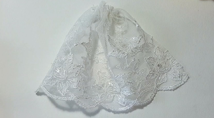 How to make a princess style dress with three layers - Step 3: Folding and stitching a lace pattern