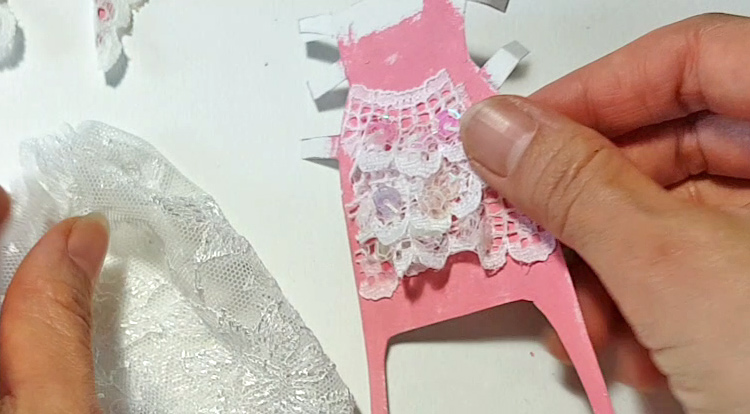 How to make a princess style dress with three layers - Step 3: Glue wavy skirt part and the lace pattern